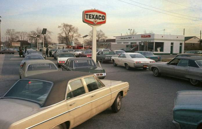 1970s-car-gas-station-lines_credit-AP-photo_do-not-reuse